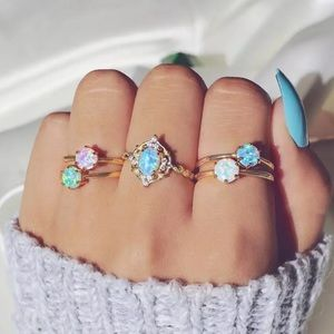 Jewelry - NEW ♡ COLOR RINGS SET